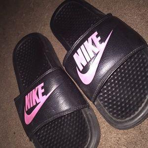 Nike slides || pink